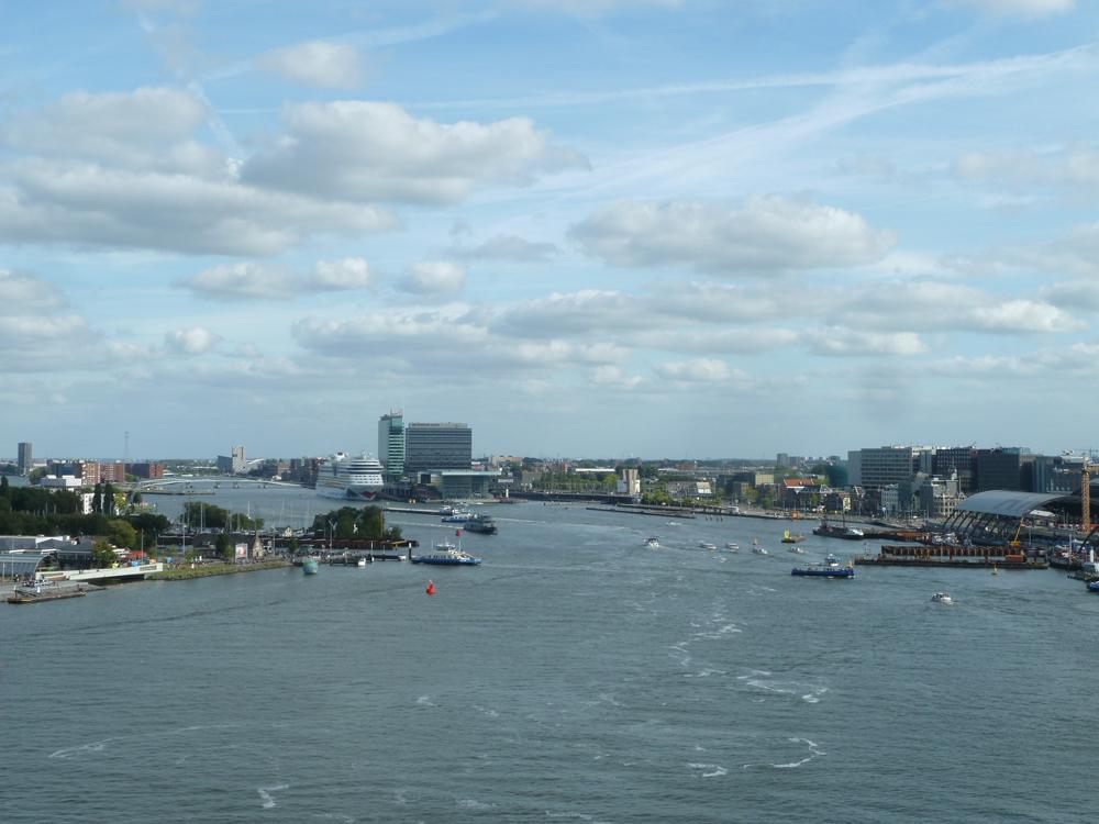 River IJ, Amsterdam's Waterfront – De GebouwenGids